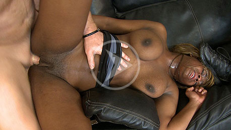 Ivy Bleu Spreads Her Legs Wide And Is Nailed Hard